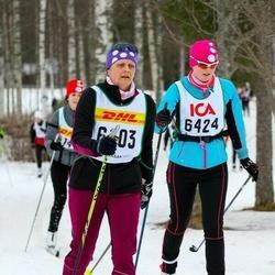 Skiing 30 km - Åsa Hammar (6103), Johanna Forsberg (6424)