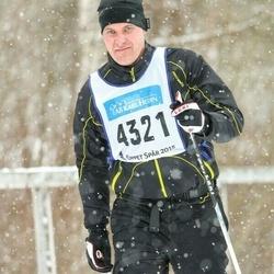 Skiing 90 km - Fredrik Björk (4321)