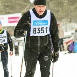 Skiing 90 km - Niklas Karlsson (8351)