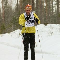 Skiing 90 km - Simon Quick (7850)