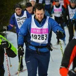 Skiing 90 km - Ian Netz (19263)