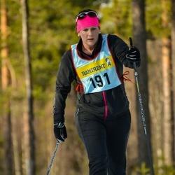 Skiing 90 km - Cecilia Skure (1915)