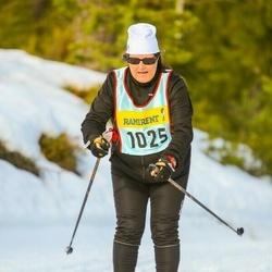 Skiing 90 km - Janet Malta (10256)