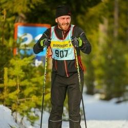 Skiing 90 km - William Gillispie (9076)