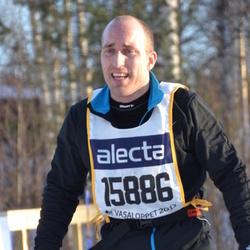 Skiing 90 km - Dennis Roce (15886)