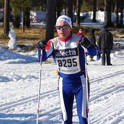 Skiing 90 km - Eero Honkasalo (8295)