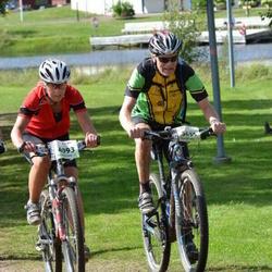 Cycling 90 km - Gunilla Stam (4093), Adrian Hallström (5666)
