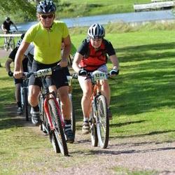 Cycling 90 km - Erik Larsson (5166), Jeanette Sjödin (5282)