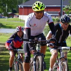Cycling 90 km - Johnny Falk (6429), Christian Vallo Hansen (8949)